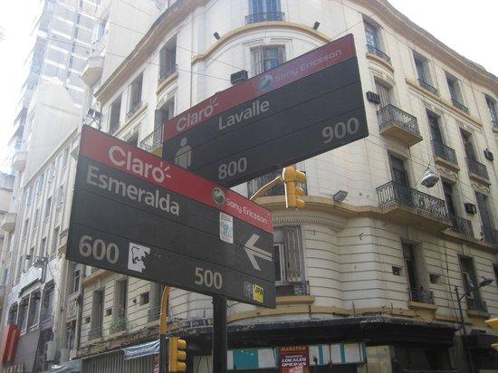 Esmeralda Palace Hotel: The street corner near the hotel.