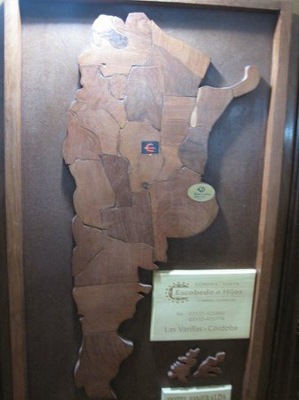 Esmeralda Palace Hotel: A cool wooden map of Argentina in the breakfast dining area.