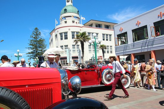 Hawkes Bay Scenic Tours Ltd: Art Deco Napier at it's very best, discover Napier with us.
