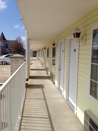 Spinning Wheel Inn : Outdoor corridor access