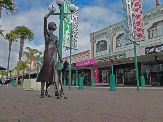 Hawkes Bay Scenic Tours Ltd: Shelia the Face of Napier, see for yourselves.