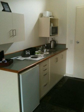 L'Hotel Akaroa : Room #3 kitchenette