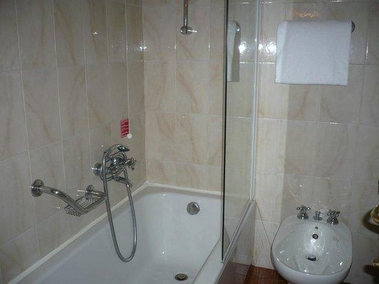 La Cisterna Hotel: Il bagno