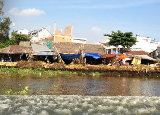 Les Rives Authentic River Experience: houses on the Saigon river