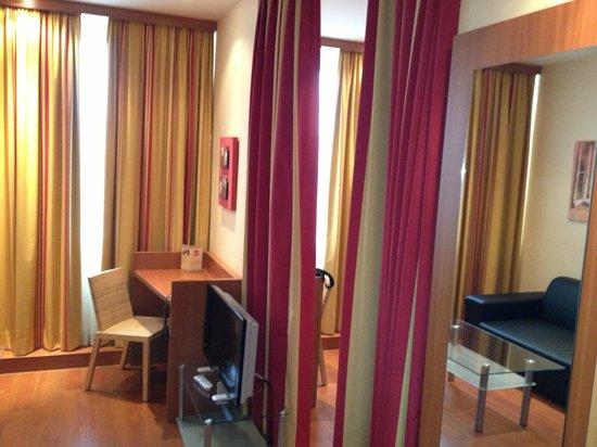 Star Inn Hotel München Schwabing, by Comfort: Star Inn Salottino visto dall'ingresso