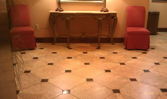 Holiday Inn Hotel Express & Suites West Hurst: Elevator Foyer