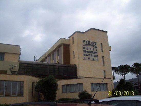Hotel First: esterno hotel