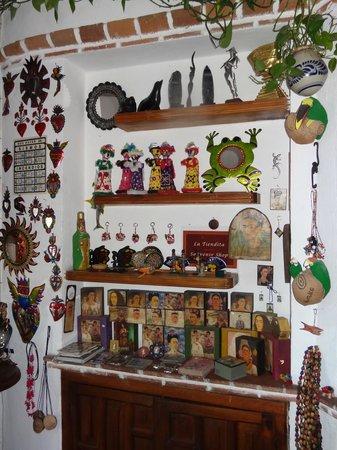 Hotel Mi Casita: En el comedor hay una pequeña tienda-exhibición