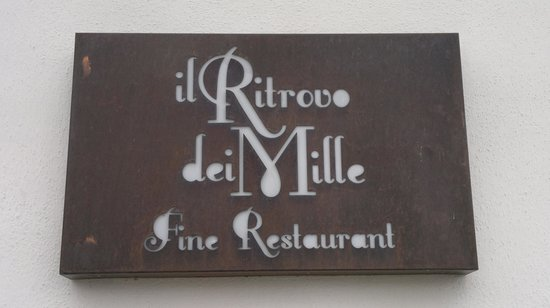 Il Ritrovo Dei Mille Fine Restaurant: La targa all'ingresso.