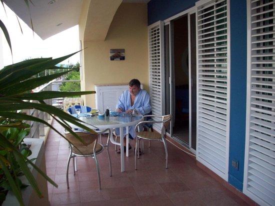 Color de Verano Village Apartments: large balcony