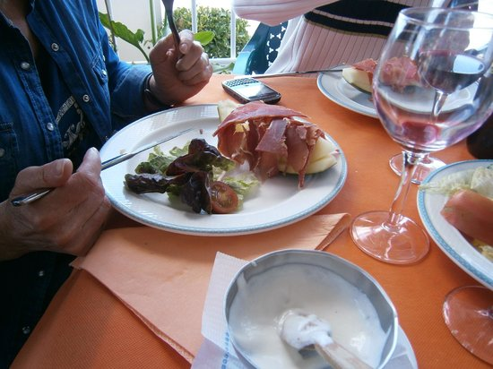 La Guitarra : Melón con jamón serrano - primero del menú de 15 euros