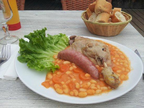 Chalet des Molliets: Cassoulet - confit duck and toulouse sausage
