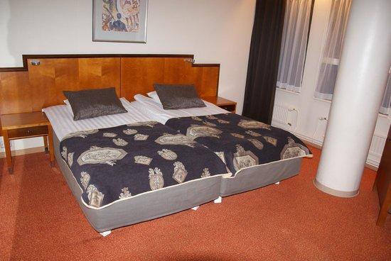 Original Sokos Hotel Hamburger Bors: Room interior.