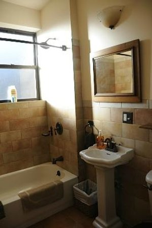 Margot Guest House: bagno