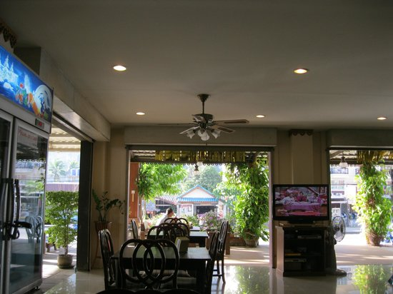 Aonang Goodwill: Veranda and breakfast area