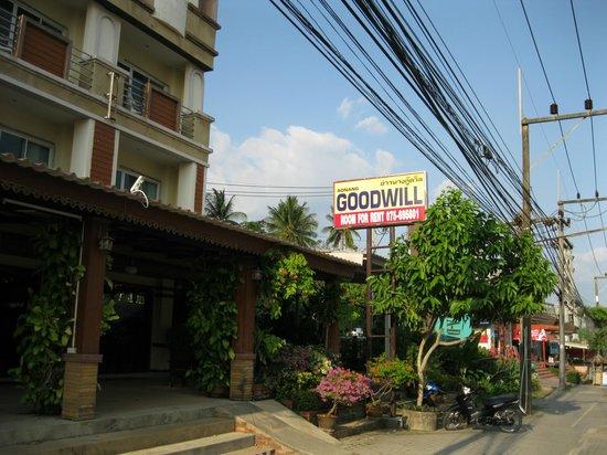 Aonang Goodwill: Ao Nang Goodwill from the street