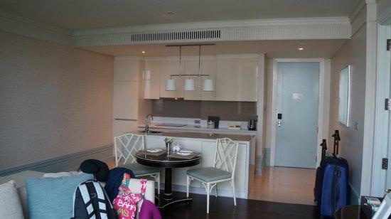 Oriental Residence Bangkok: Living Room/Kitchen