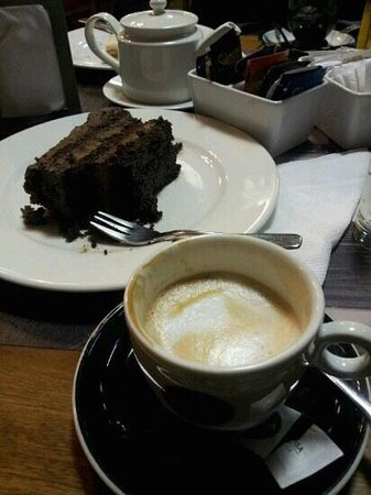 Foto Café: torta de trufa-manjar + cortado