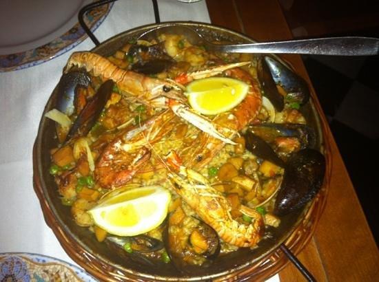 Trobador Rambla Catalunya : the paella, hearty portions but needed a bit of salt.