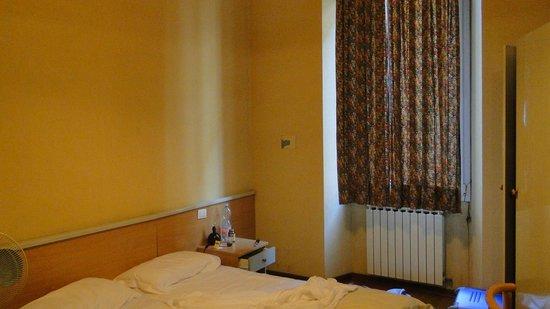 هوتل رومانيا: Habitación dos