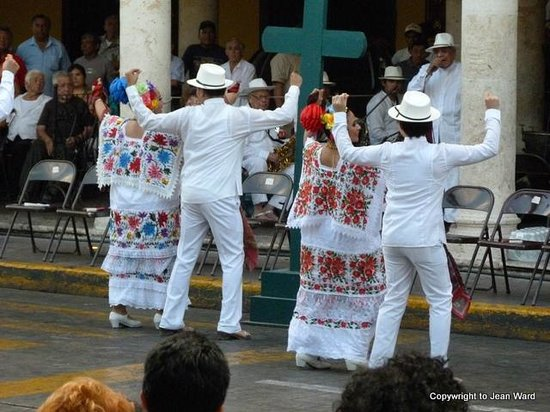 Yucatan Vista Inn: Dancing in Merida