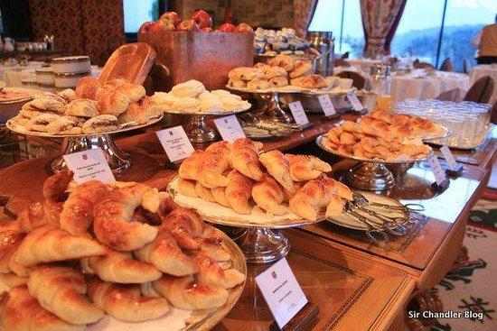 Jueves y semana casi lista con cafe-http://media-cdn.tripadvisor.com/media/photo-s/03/af/c9/1d/llao-llao-hotel-and-resort.jpg