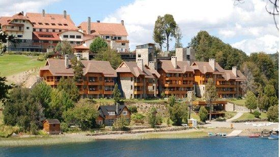 Llao Llao Hotel and Resort, Golf-Spa: Ala Moreno y Ala Bustillo desde Lago Moreno