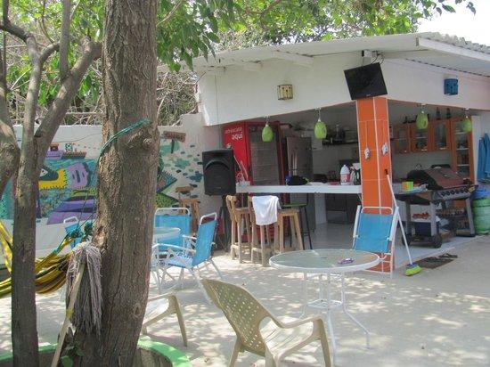 Taganga Dive Inn: patio y cocina