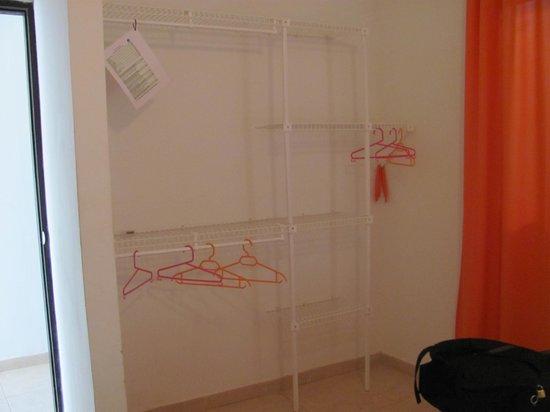 Taganga Dive Inn: armario