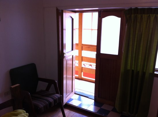 Hostal El Labrador : Door and 'window' of the room