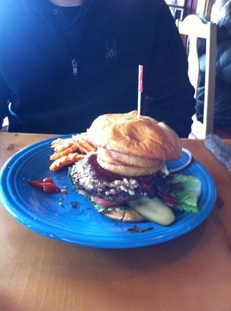 Dusty Boot Roadhouse: fat burger