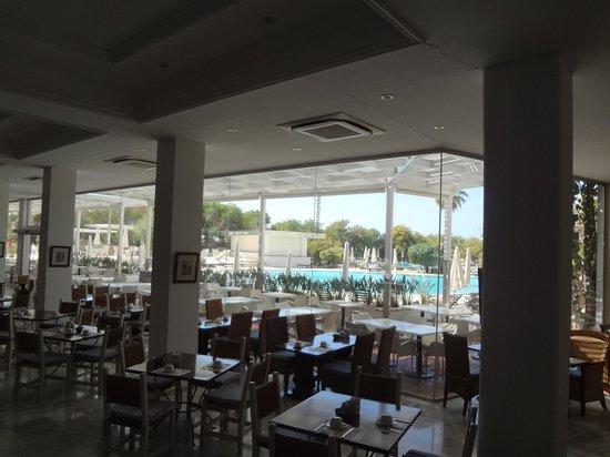 Grecian Bay Hotel: breakfast restaurant