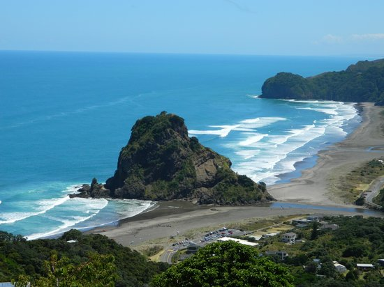Waitakere Ranges: Lookout over Piha beach