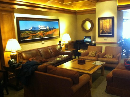 Sitzmark Lodge at Vail: Lobby Sitting Area