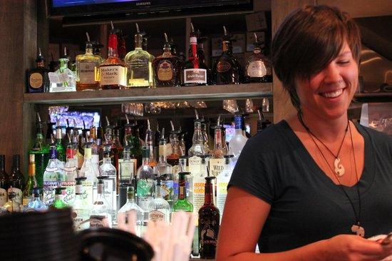 Loaded Joe's : Slinging drinks