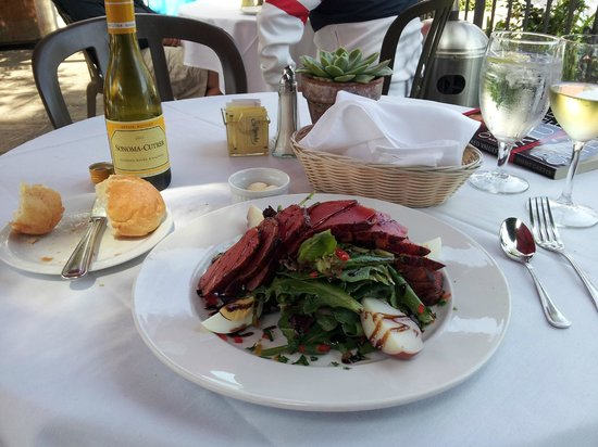 L'Hirondelle Restaurant: Nicoise salad - and Chardonnay