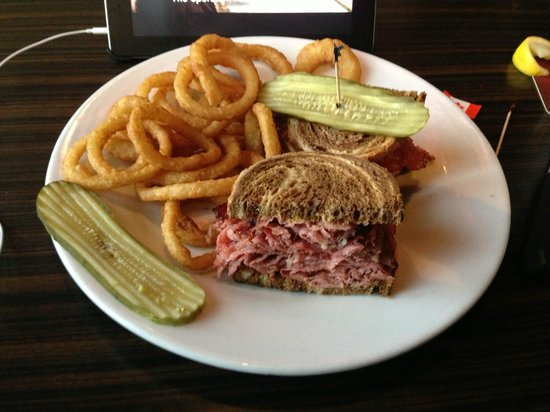 The Canadian Brewhouse : Montreal Smoked Meat