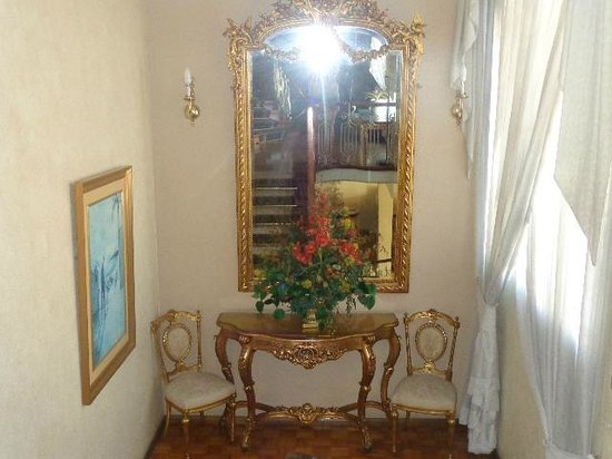 Hotel San Carlos : NIce antique furniture throughout