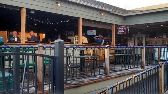 Shucker's Oyster Bar : cool deck