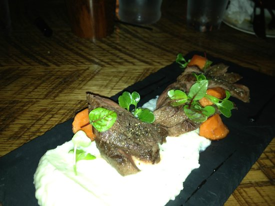 Veritas Tavern: Hanger steak
