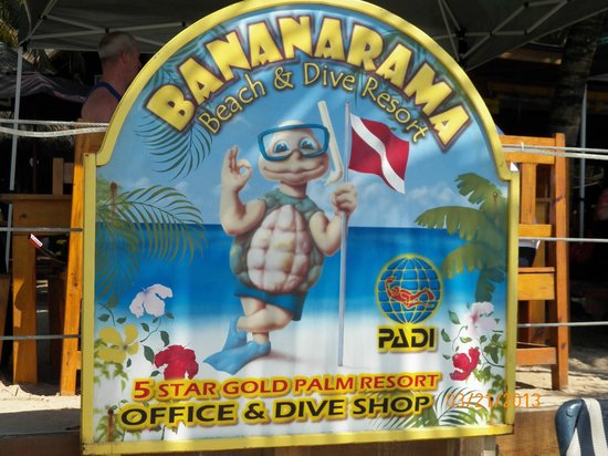 Bananarama Beach and Dive Resort: sign on the beach