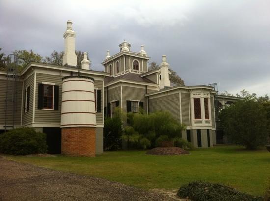 Rip Van Winkle Gardens: nice old house