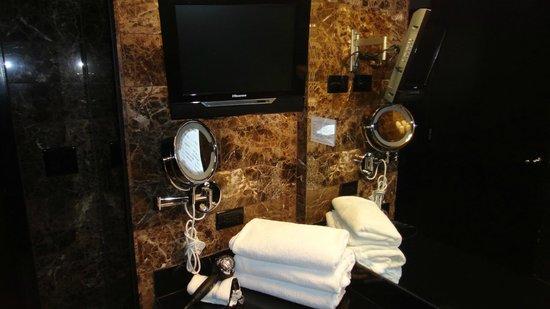 Grand Sierra Resort and Casino: TV near sink area
