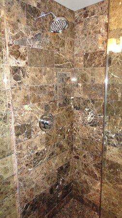 Grand Sierra Resort and Casino: Shower