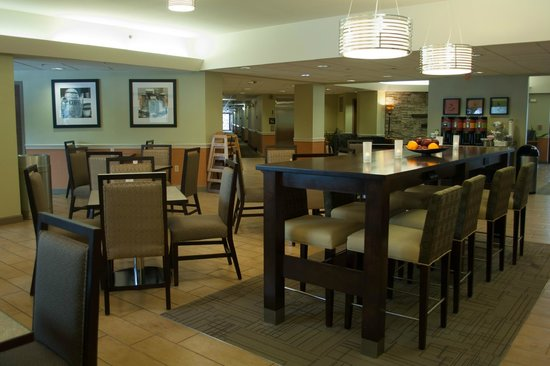 Hampton Inn Carlisle: Community Table