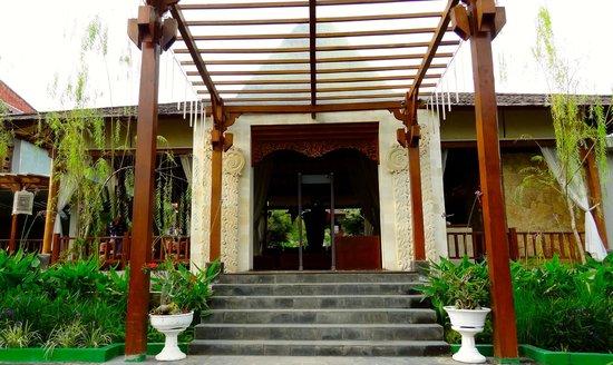 Grand Mega Resort & Spa CEpu : entrance of the resort