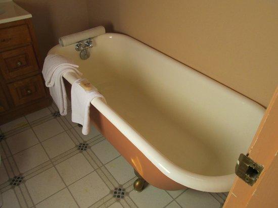 Gatsby Mansion: Baker Room's Bath