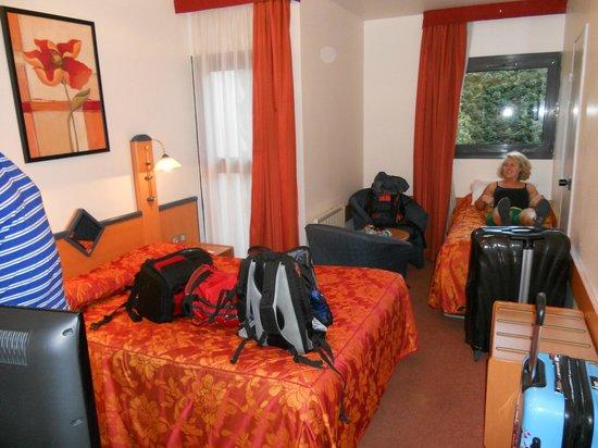 Opera Cadet Hotel: Triple bedroom