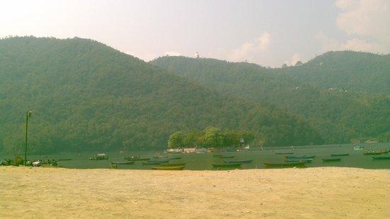 Sacred Valley Inn Pokhara: Beautiful Phewa lake.