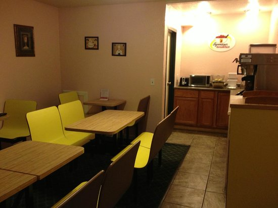 Super 8 East Lansing/University Area: Breakfast Room